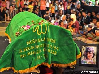 Pemakaman Mbah Surip